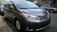 2013 Toyota Sienna XLE -- 8 Passenger --